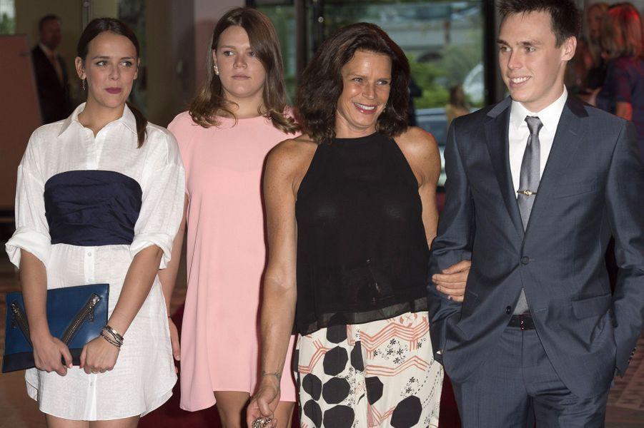 Pauline, Camille, Stéphanie de Monaco et Louis au gala de la fondation Fight Aids