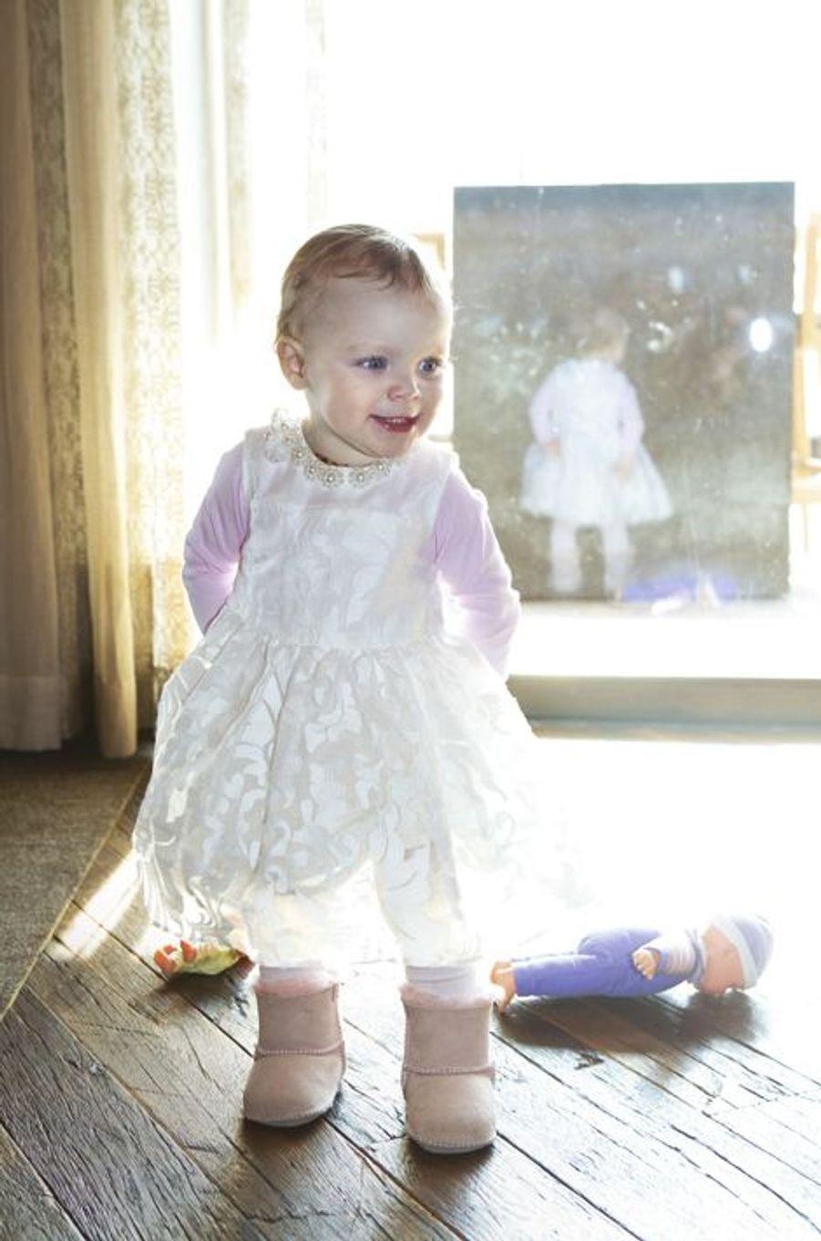 Un petit air malicieux pour une princesse qui sait déjà charmer son monde.