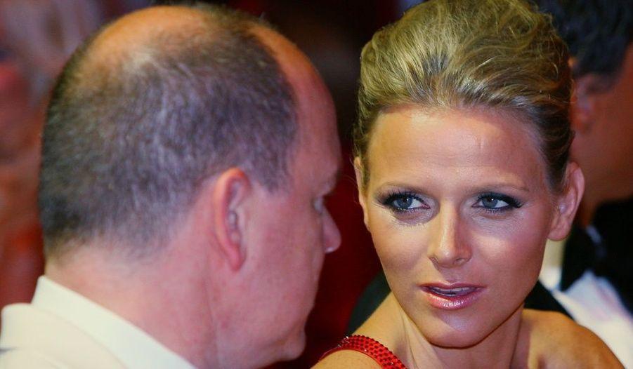 Que sussurre Albert de Monaco à sa belle, Charlene Wittstock ?