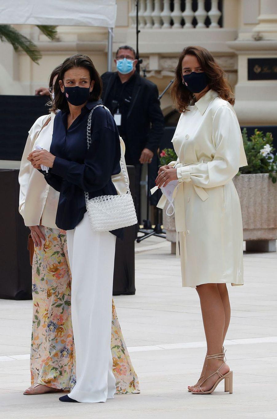 La princesse Stéphanie de Monaco avec ses filles à Monaco, le 2 juin 2020