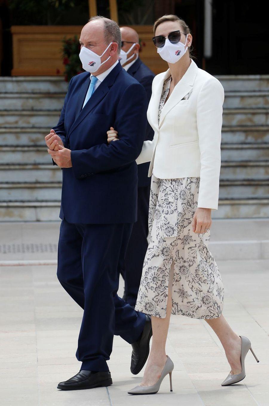 La princesse Charlène et le prince Albert II de Monaco, masqués, à Monaco, le 2 juin 2020