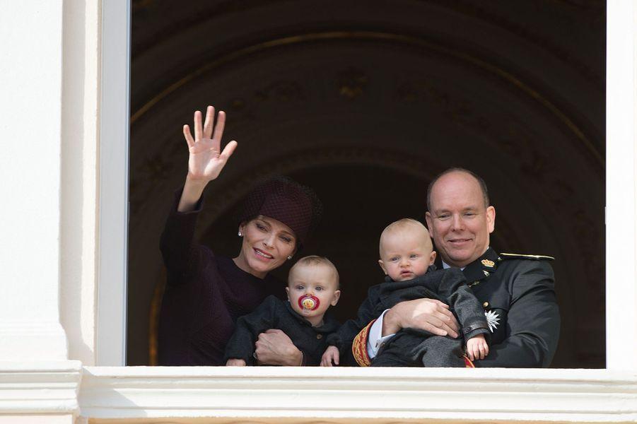 La princesse Charlène et le prince Albert II de Monaco avec le prince Jacques et la princesse Gabriella à Monaco, le 19 novembre 2015