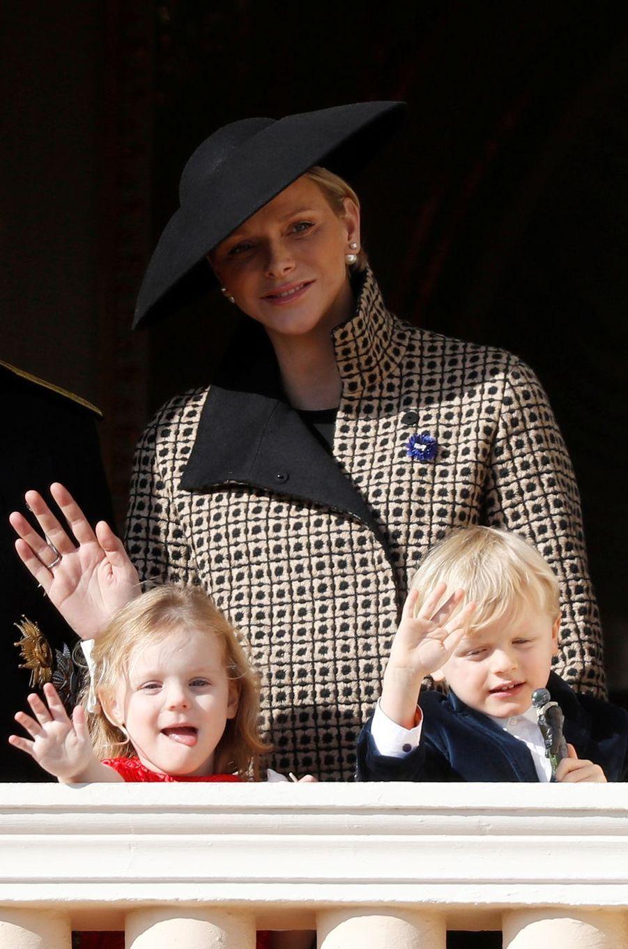 La princesse Charlène de Monaco avec la princesse Gabriella et le prince Jacques à Monaco, le 19 novembre 2018