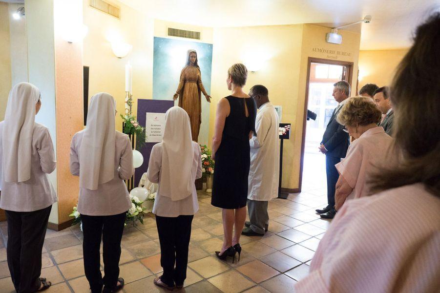 Dans la chapelle du centre hospitalier où sont nés Jacques et Gabriella, une courte célébration religieuse en hommage aux victimes de l'attentat de Manchester.