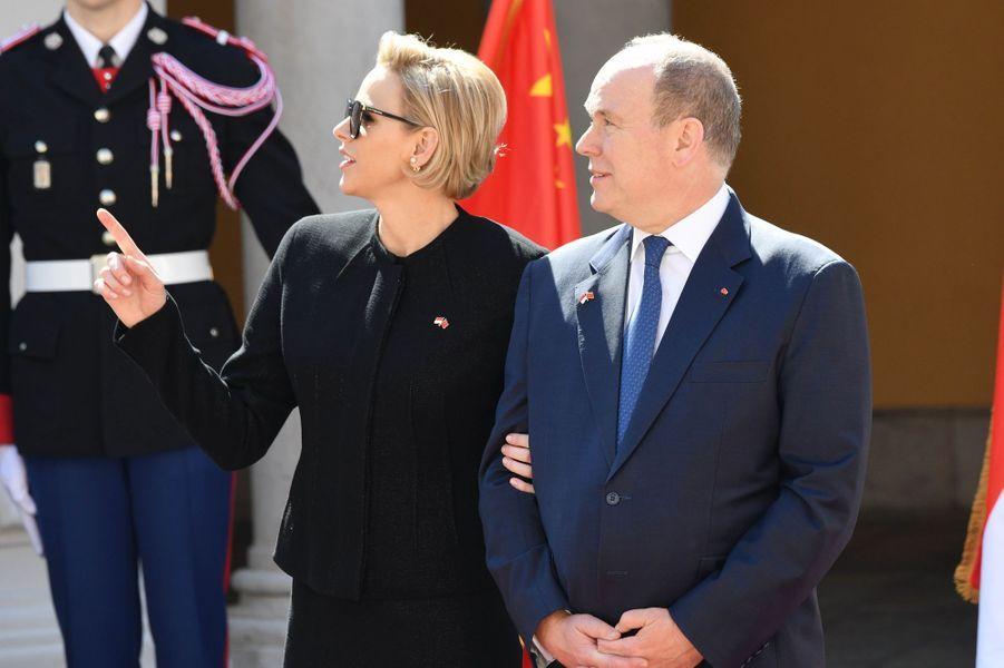 La princesse Charlène et le prince Albert II de Monaco dans la cour du Palais princier de Monaco, le 24 mars 2019