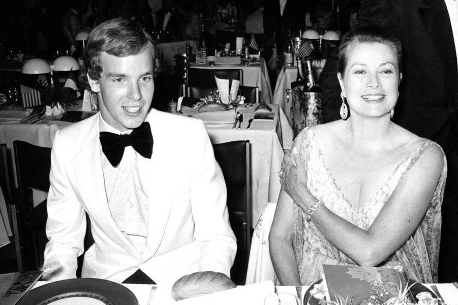 Le prince Albert de Monaco avec la princesse Grace, le 5 juillet 1976
