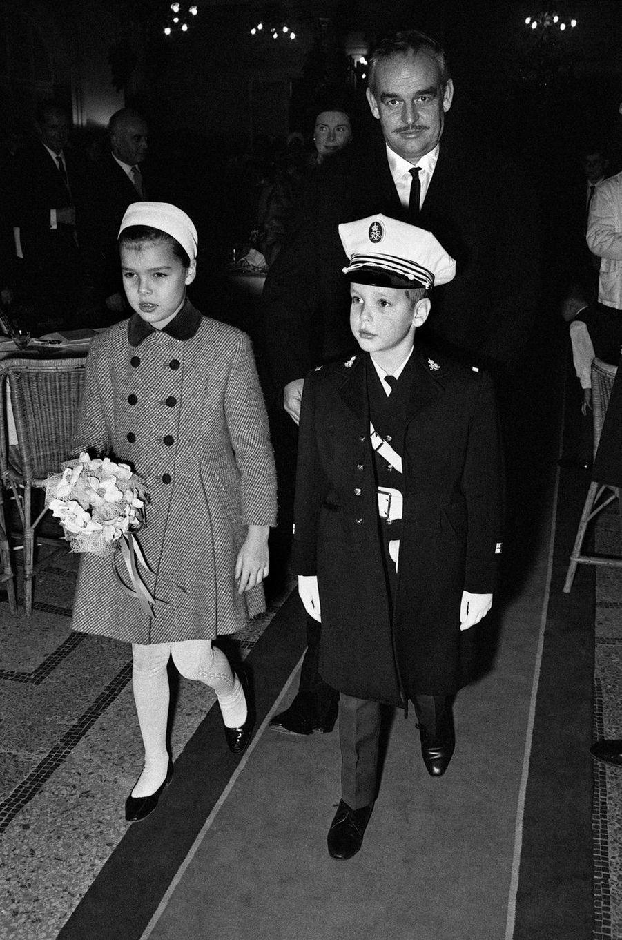 Le prince Albert de Monaco avec la princesse Caroline, le 31 décembre 1964