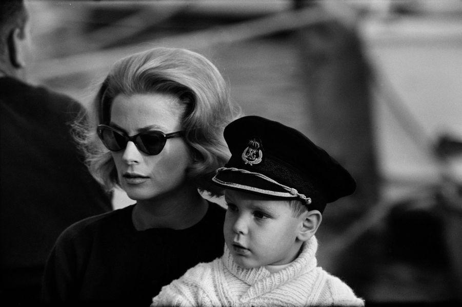 Le prince Albert de Monaco avec la princesse Grace, le 17 novembre 1962
