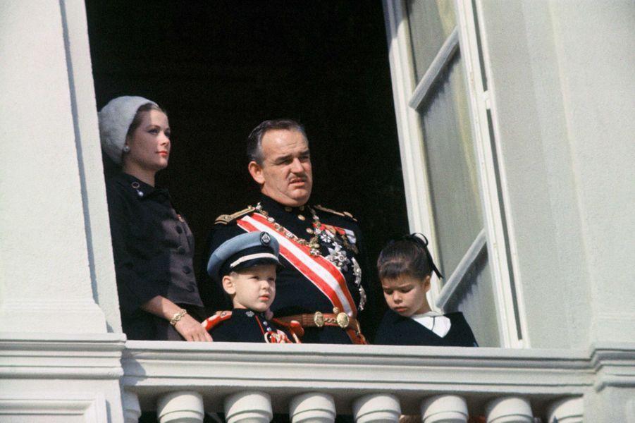 Le prince Albert de Monaco avec ses parents et la princesse Caroline, le 19 novembre 1963