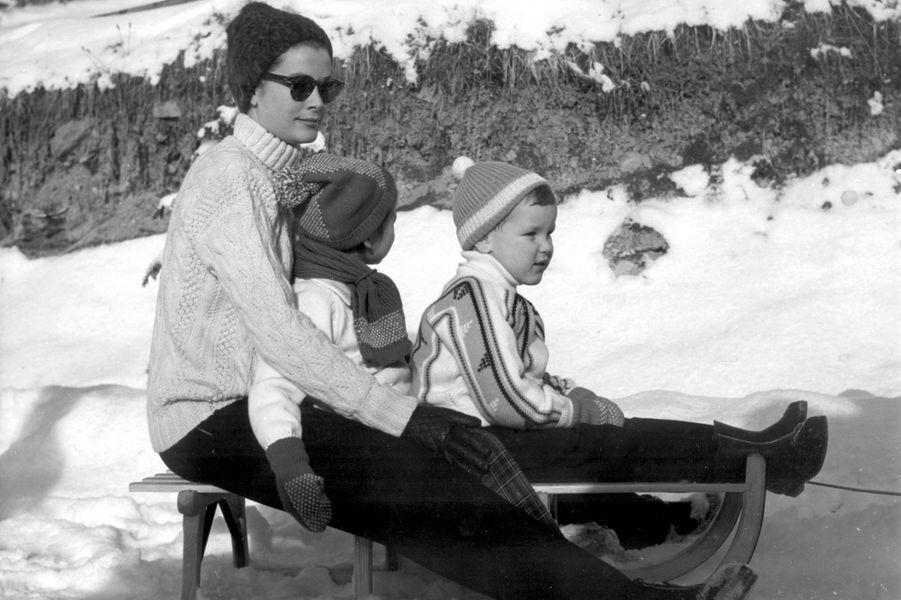 Le prince Albert de Monaco avec les princesses Grace et Caroline, le 15 février 1962