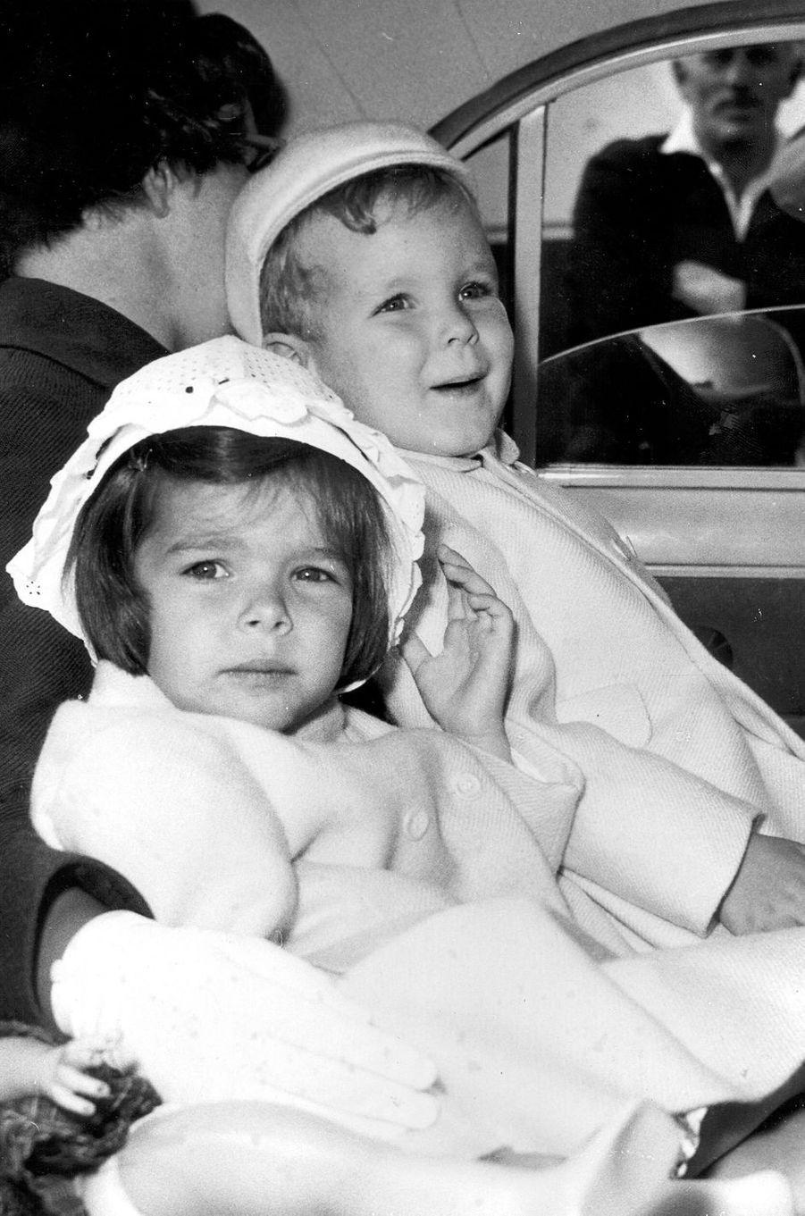 Le prince Albert de Monaco avec la princesse Caroline, le 13 juin 1961