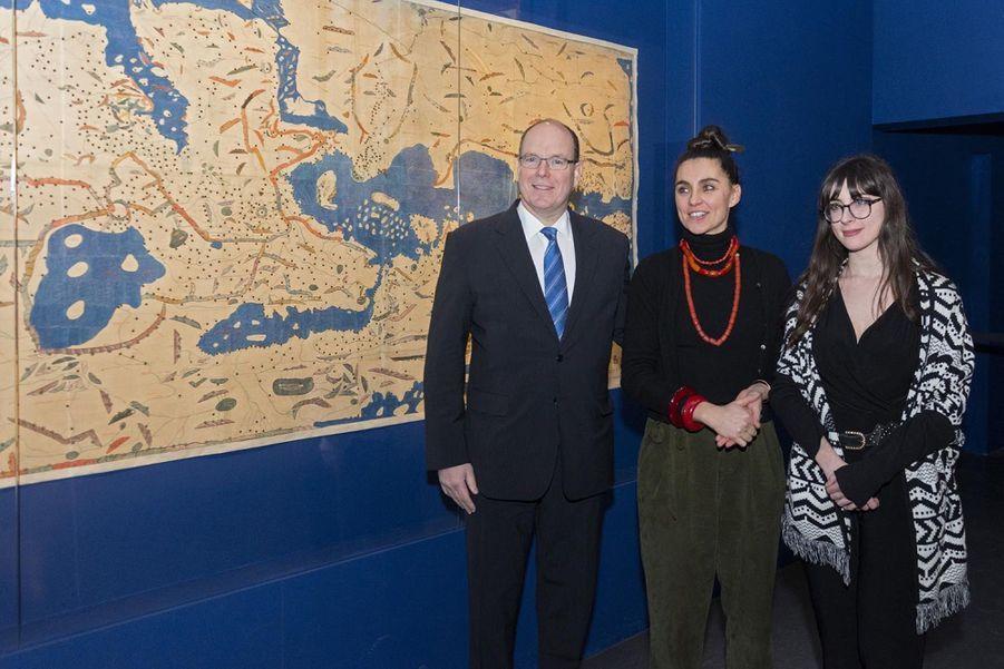 """Le Prince Albert De Monaco Visite L'exposition """"Aventuriers Des Mers"""" À L'Institut Du Monde Arabe 3"""