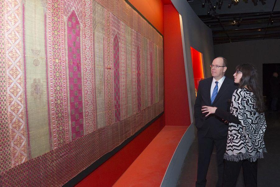 """Le Prince Albert De Monaco Visite L'exposition """"Aventuriers Des Mers"""" À L'Institut Du Monde Arabe 4"""