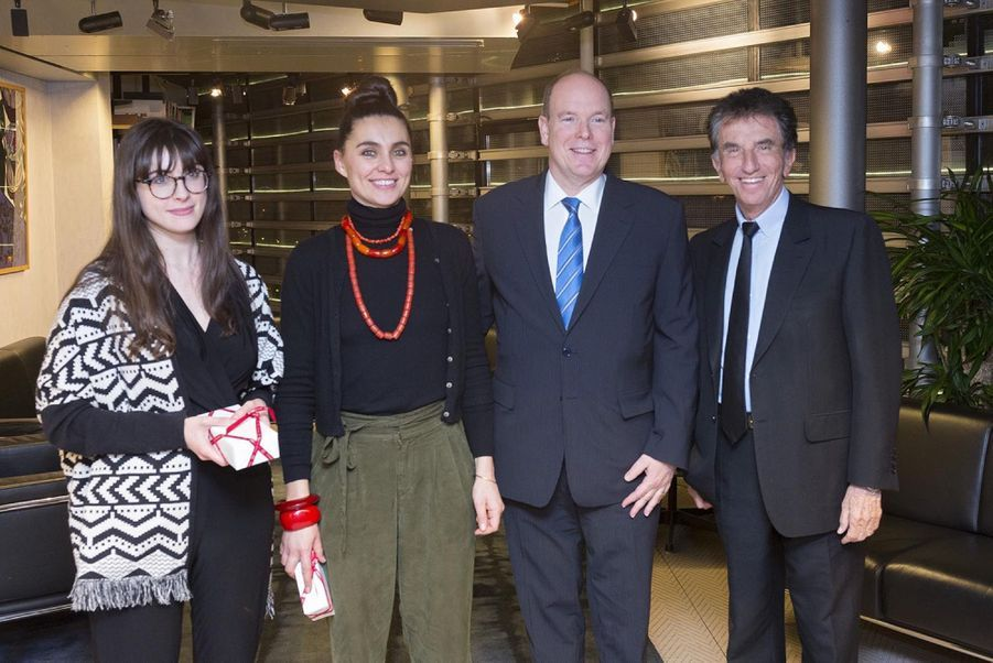 """Le Prince Albert De Monaco Visite L'exposition """"Aventuriers Des Mers"""" À L'Institut Du Monde Arabe 7"""