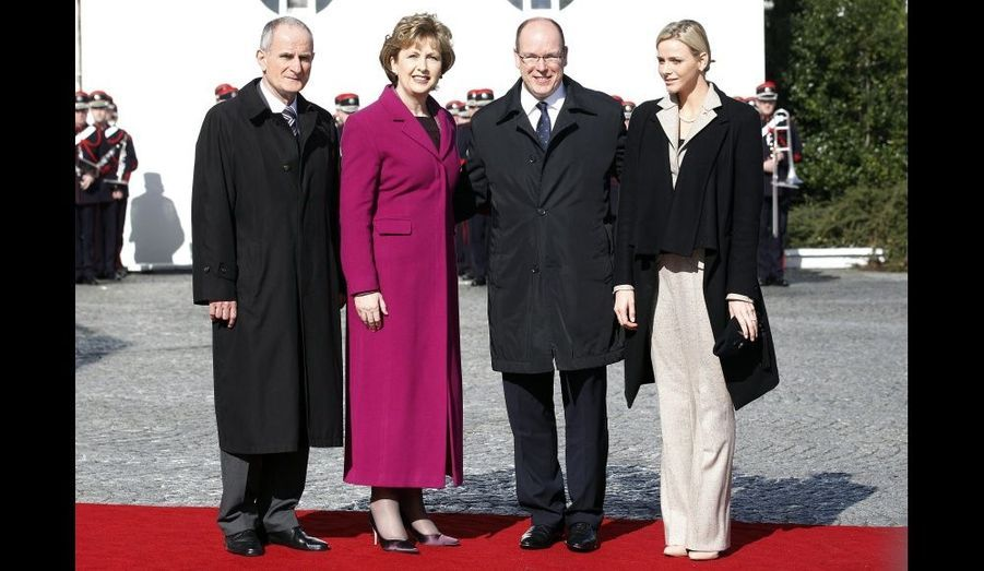 De gauche à droite : Charlene, le Prince Albert, la présidente d'Irlande Mary McAleese et son époux Martin.