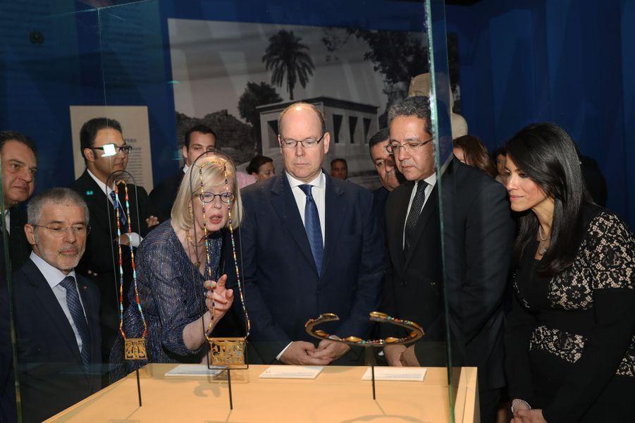 """Le prince Albert II de Monaco visite l'exposition """"L'or des Pharaons"""" à Monaco, le 6 juillet 2018"""