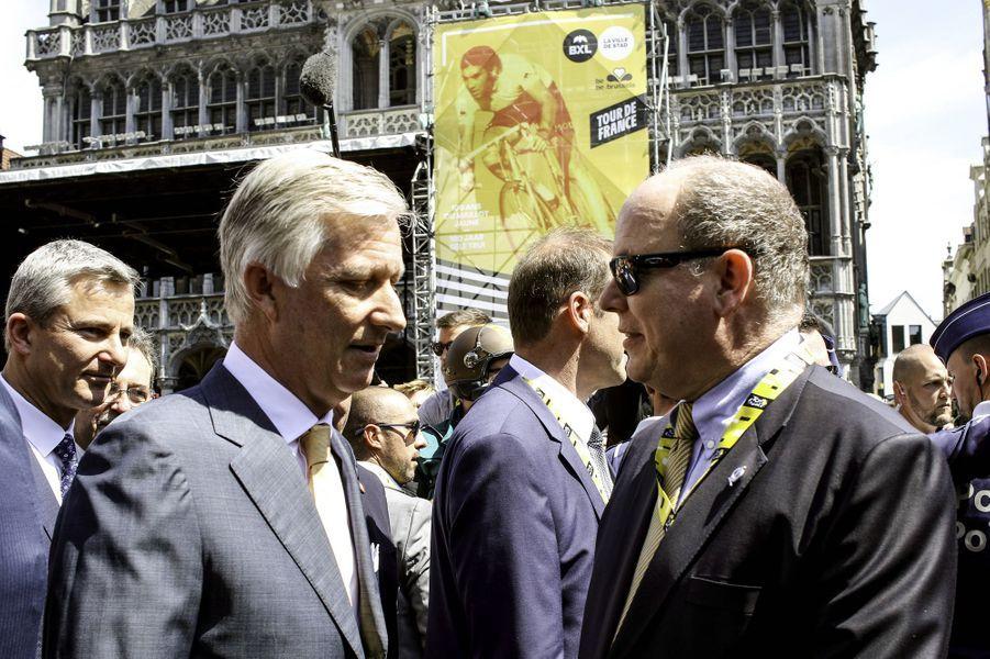 Le prince Albert II de Monaco et le roi des Belges Philippe au départ du Tour de France à Bruxelles, le 6 juillet 2019