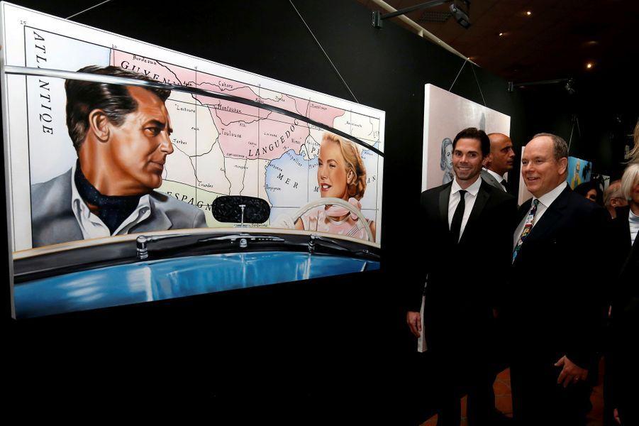 """Le prince Albert II de Monaco visite l'exposition """"Tribute to Grace Kelly"""", à Monaco le 18 avril 2019"""