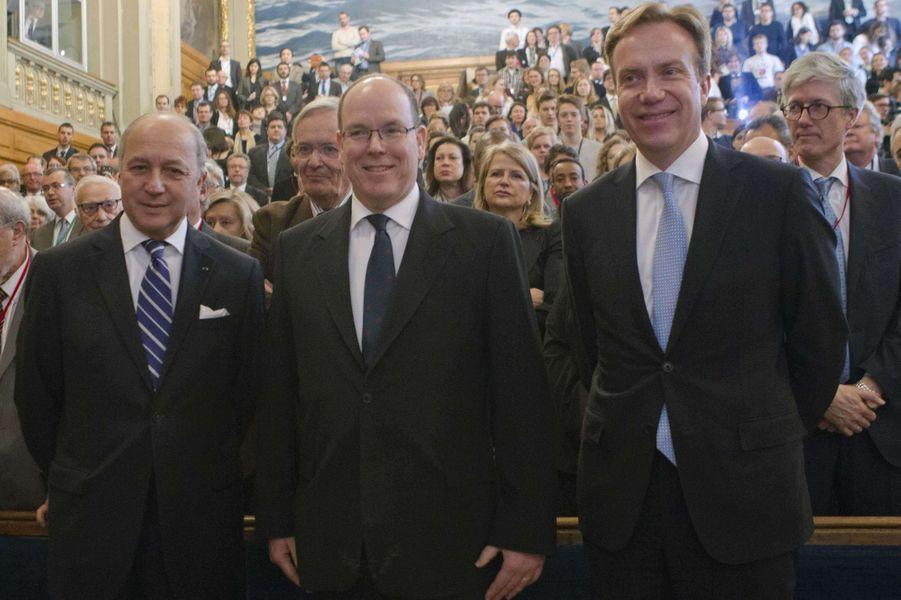 Le prince II de Monaco avec les ministres français et norvégien Laurent Fabius et Borge Brende à Paris, le 17 mars 2015