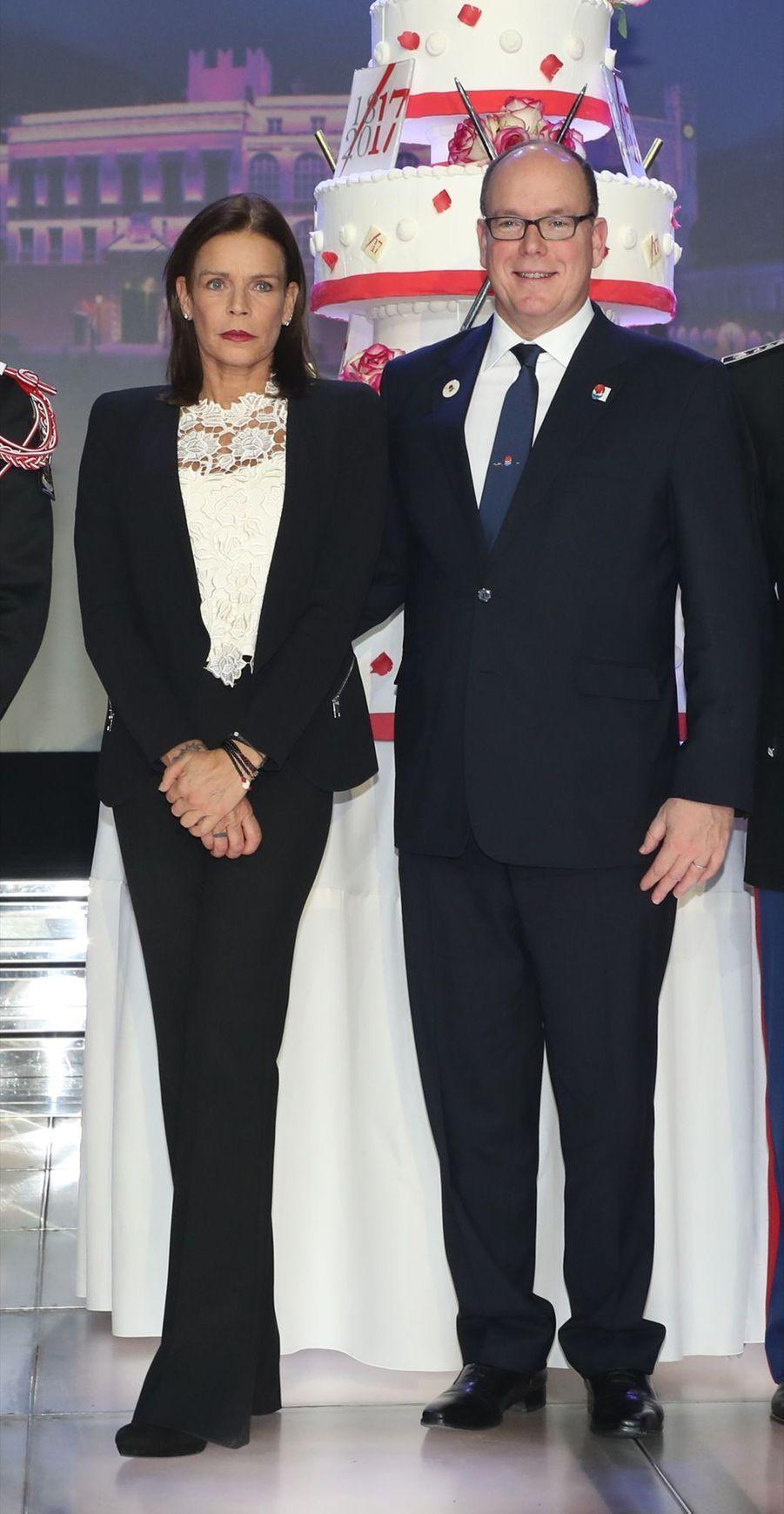 Le Prince Albert, Stéphanie De Monaco Et Louis Ducruet Au Bicentenaire Des Carabiniers 5