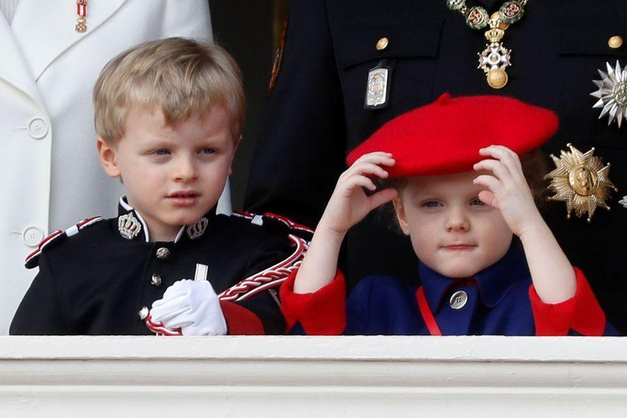 Le prince Jacques et la princesse Gabriella de Monaco au balcon du Palais princier de Monaco, le 19 novembre 2019