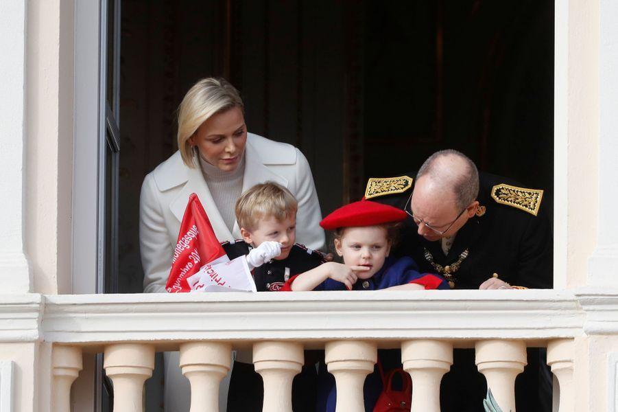 Le prince Jacques et la princesse Gabriella de Monaco avec la princesse Charlène et le prince Albert II à Monaco, le 19 novembre 2019