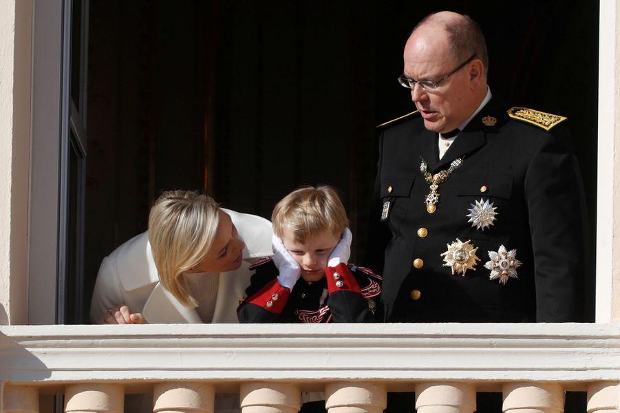 Le prince Jacques de Monaco avec ses parents la princesse Charlène et le prince Albert II à Monaco, le 19 novembre 2019