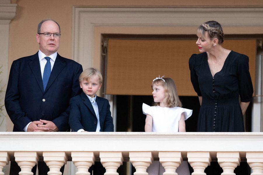 La princesse Charlène et le prince Albert II de Monaco avec leurs jumeaux le prince Jacques et la princesse Gabriella à Monaco, le 23 juin 2020