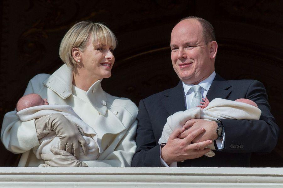 Le prince Jacques et la princesse Gabriella de Monaco avec leurs parents la princesse Charlène et le prince Albert II, le 7 janvier 2015