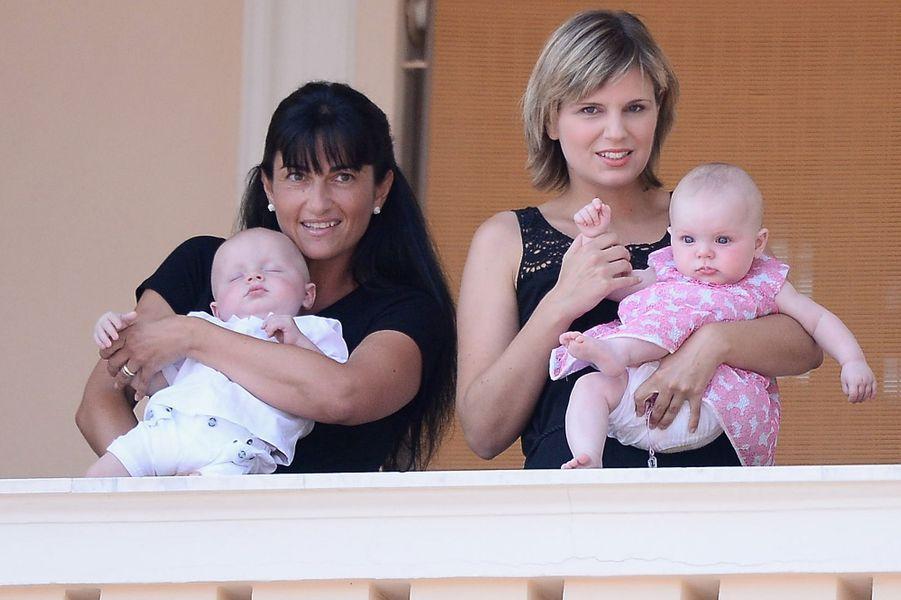 Le prince Jacques et la princesse Gabriella de Monaco avec leurs nurses, le 11 juillet 2015