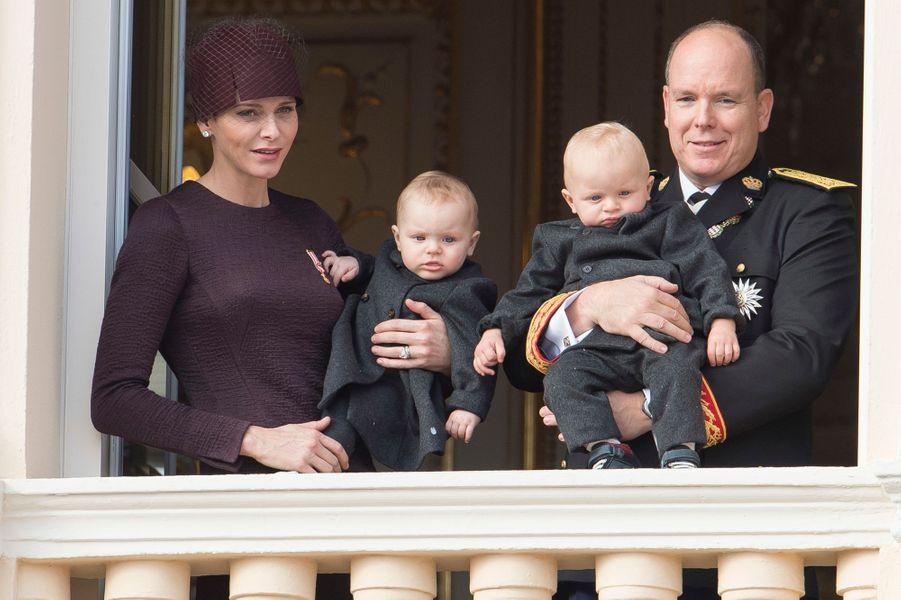 La princesse Gabriella et le prince Jacques de Monaco avec leurs parents la princesse Charlène et le prince Albert II, le 17 novembre 2015