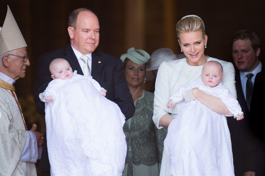 La princesse Gabriella et le prince Jacques de Monaco avec leurs parents le prince Albert II et la princesse Charlène, le 10 mai 2015