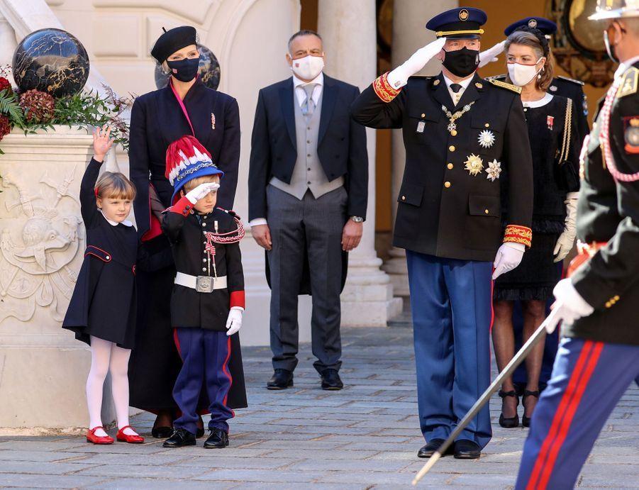La princesse Charlène et le prince Albert II de Monaco avec leurs jumeaux le prince Jacques et la princesse Gabriella à Monaco, le 19 novembre 2020