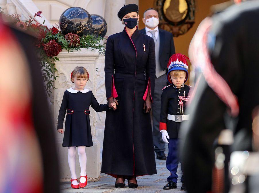 La princesse Charlène de Monaco avec ses jumeaux le prince Jacques et la princesse Gabriella à Monaco, le 19 novembre 2020
