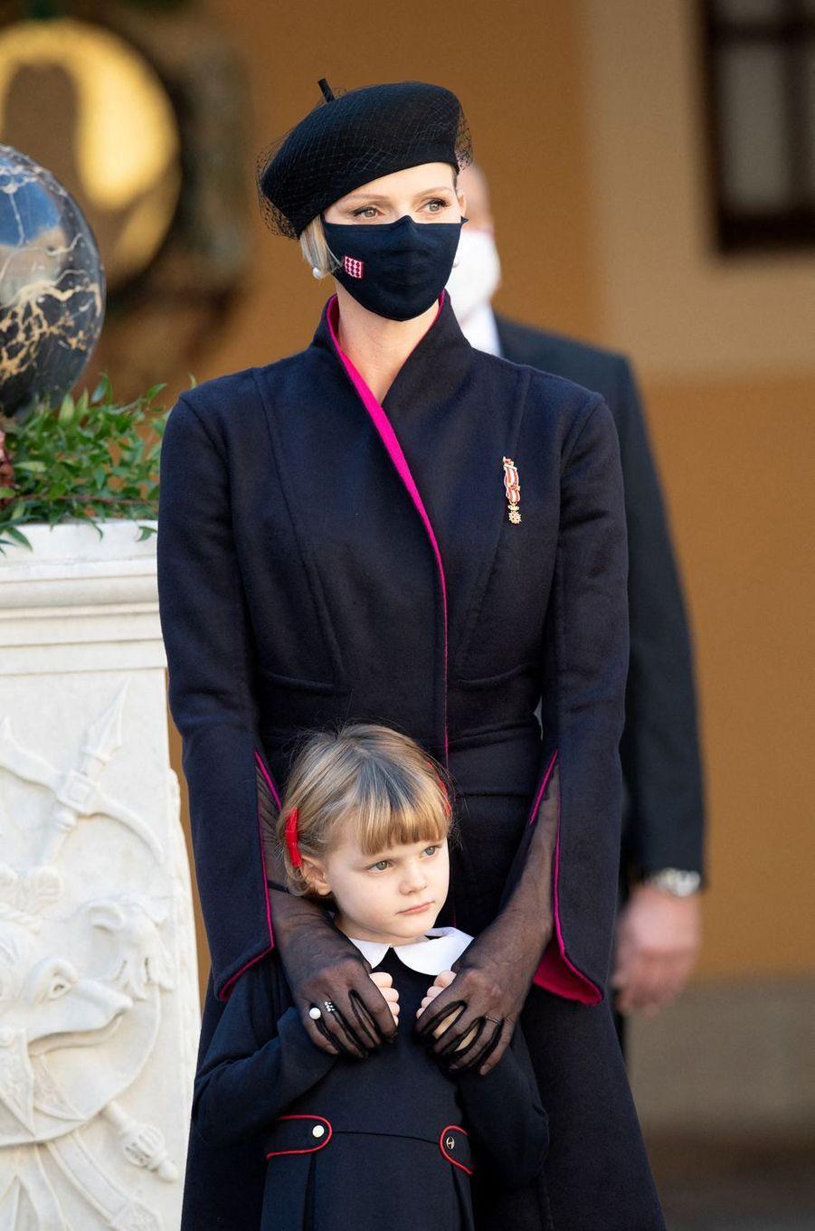 La princesse Charlène de Monaco avec sa fille la princesse Gabriella à Monaco, le 19 novembre 2020
