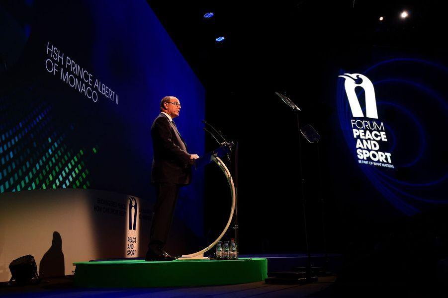 Le prince Albert II de Monaco au Forum international Peace and Sport à Monaco, le 25 novembre 2015