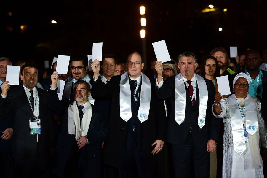 Le prince Albert II de Monaco marche pour la paix à Monaco, le 25 novembre 2015