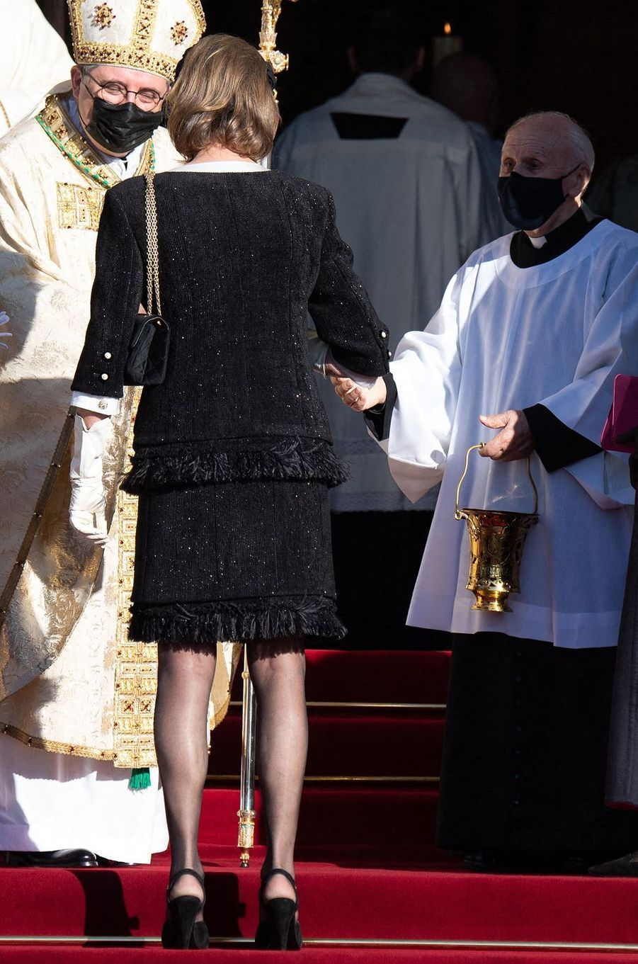 La princesse Caroline de Hanovre, de dos, à Monaco le 19 novembre 2020