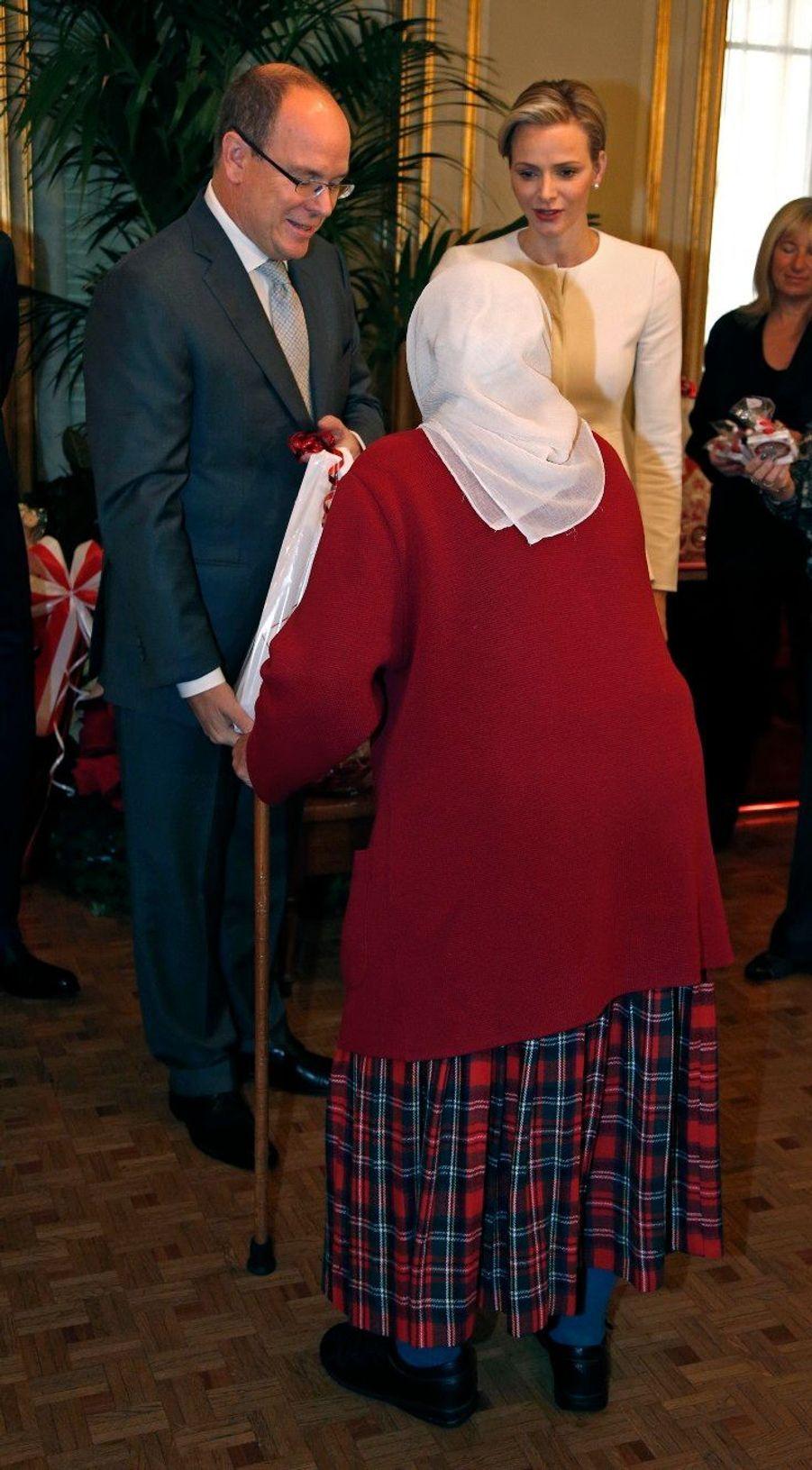 Charlène et Albert, bienveillants avec les anciens
