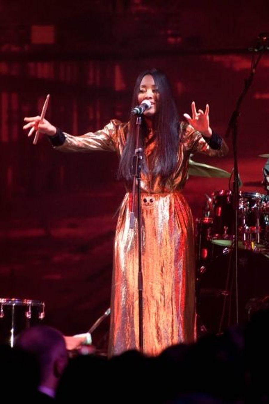 La chanteuse de Soul a honoré le Bal de la Rose de sa présence.