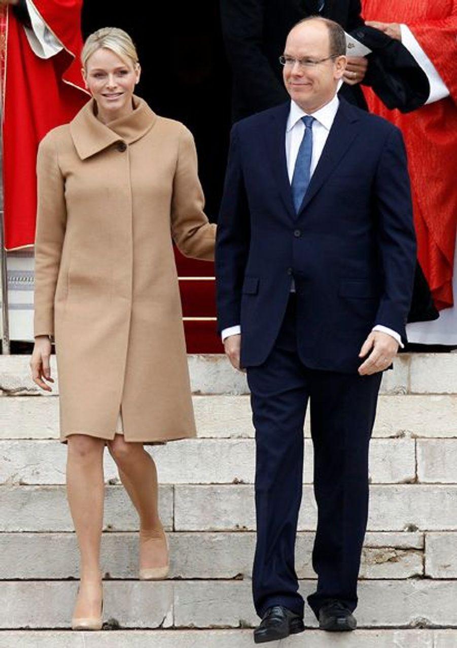 Le couple princier a assisté à la messe au milieu des fidèles.