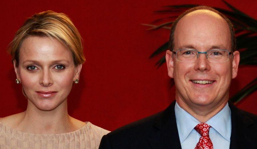 Charlène et Albert de Monaco ont inauguré le nouveau Conseil d'État de la Principauté.