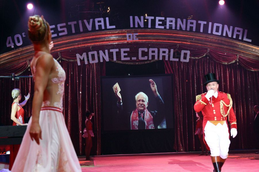 Le 40e Festival international du cirque de Monte-Carlo rend hommage au prince Rainier III, le 14 janvier 2016
