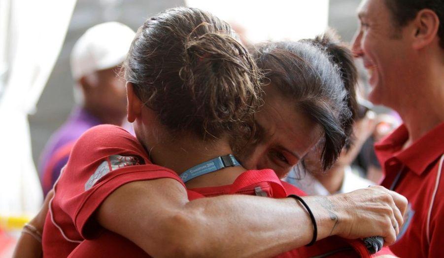 Sa mère, Stéphanie de Monaco, ne peut s'empêcher de retenir ses larmes de joie.
