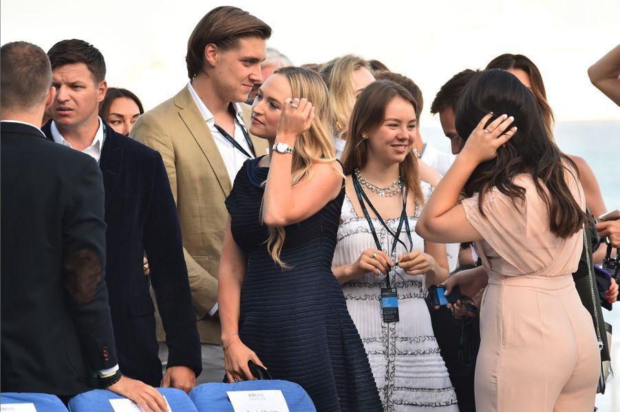La princesse Alexandra de Hanovre, Ben-Sylvester Strautmann et Marie Chevallier de dos. A gauche, Gareth Wittstock, le frère de la princesse Charlène de Monaco, et sa femme
