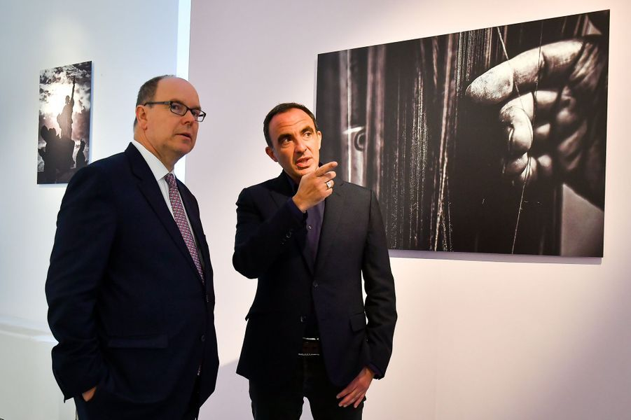 Le prince Albert II de Monaco et Nikos Aliagas à Monaco, le 5 avril 2018