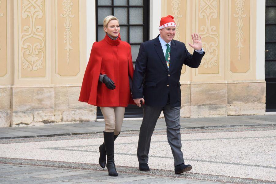 Charlène De Monaco Et Le Prince Albert À L'arbre De Noël Du Palais 1