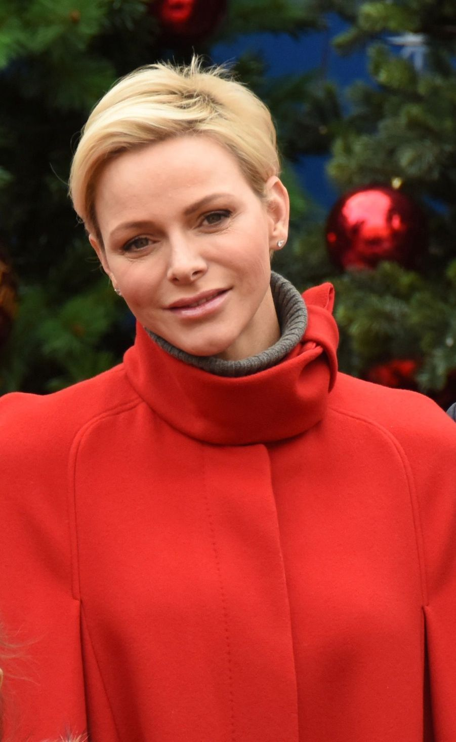 Charlène De Monaco Et Le Prince Albert À L'arbre De Noël Du Palais 16