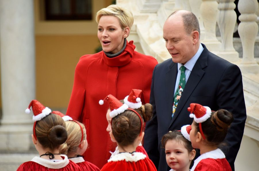 Charlène De Monaco Et Le Prince Albert À L'arbre De Noël Du Palais 18