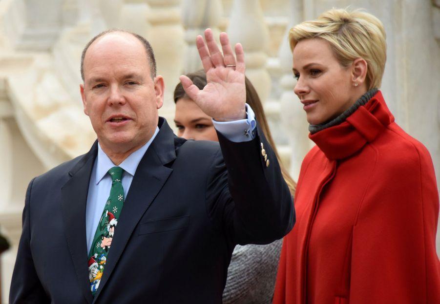 Charlène De Monaco Et Le Prince Albert À L'arbre De Noël Du Palais 19